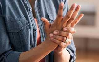 Дергается палец на левой руке: возможные причины, способы лечения